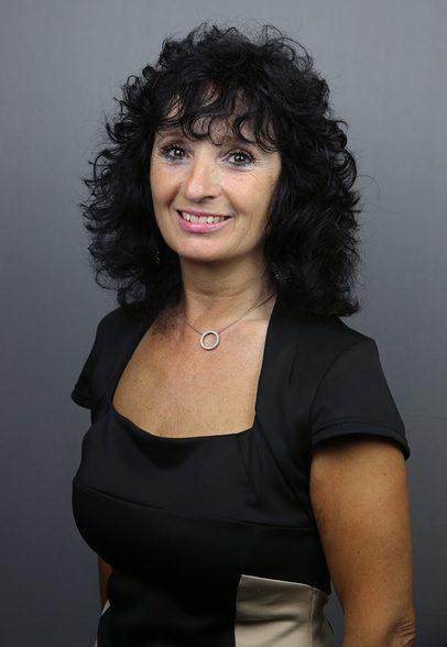 Shirley Bennett, Morecrofts